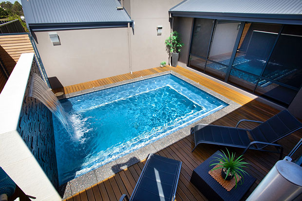 swimming-pool-landscaping-ideas-for-small-yards